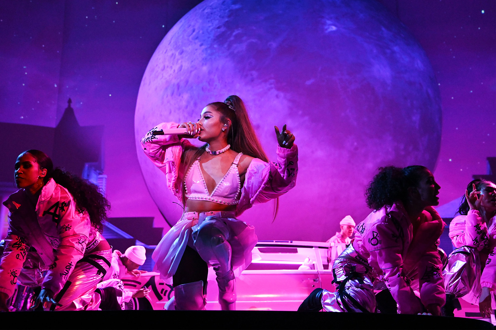 Live Review Ariana Grande Rules World With Her Voice